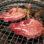 仔牛亭 - タン塩(1,080円) ※焼き状態