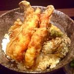 """炭味旬菜 収穫 - """"天丼""""のアップ。揚げたてサクサク美味しい。"""