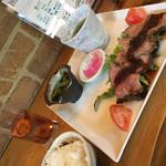 富天 - 料理写真:日替りの牛肉の焙り焼きランチ!