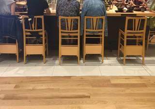 和食バル音音 名古屋JRゲートタワー店 - ここは店内というよりも通路ですね
