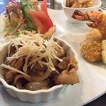 レストランのなか - 料理写真:日替わりプレート900円