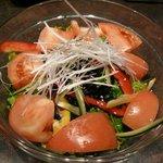 仔牛亭 - トマトと海藻のサラダ(680円)