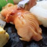 若草寿司 - 料理写真:日本一の閖上赤貝の握り