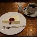 珈琲 タイムス - [料理] レアチーズケーキ & Hot珈琲 セット全景♪w