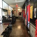 中国料理 華龍 - 右側が個室で、座敷とテーブル席があります