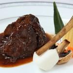 フランス料理  セルジュ&ジェーン - 牛ホホ肉の赤ワイン煮込み