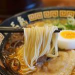 博多三氣 - 福岡県産ラーメン専用小麦『ラー麦』を100%使用した麺。
