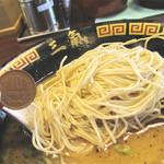博多三氣 - 1玉10円の替玉もウリ。