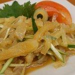 八仙閣 - くらげの酢の物、酢豚・餃子・五目湯麺・担々麺、デザートに 胡麻団子。