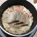 67198315 - 豚の角煮の釜飯が炊き上がりました。