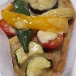 オレンジベーカリー - 料理写真:夏野菜グリーンカレーパン220円