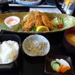 わらべ菜魚洞 - あじフライ定食1500円。