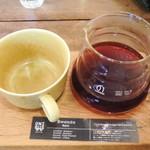 オニバスコーヒー - サーバでサーブ