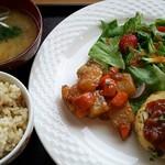 カフェ 美音 - 玄米菜食ランチ・豆腐ハンバーグ1000円