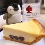 67203386 - ブルーベリーが入ったチーズケーキ