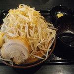 67204651 - 荒井らーめん(麺大盛り、野菜メガ盛り)…税込820円