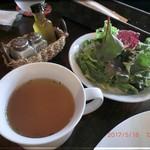 ザ アルバ イン アンド キッチン - ランチ セットスープとサラダ