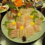 季節料理 亀屋 - 料理写真:鯛の姿造り