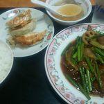 餃子の王将 - 料理写真:、レバーとにんにくの芽炒めセット(餃子3個・ライス(中)・スープ付)830円+税