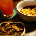 mr.KANSO - (左上)トマト酎ハイ(右上)パエリア(左下)カキの燻製