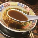 まっち棒 - 色の濃いスープ。醤油ダレ感がかなり感じられます。