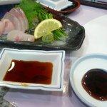 エアポート山形屋彩華 - 普通の醤油(左) 甘い醤油(右)
