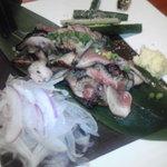もつ鍋・馬刺 HAKATA109×2 - 薩摩地鶏のたたき。皮の部分が美味い!!