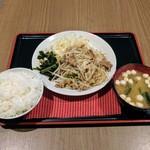 67214773 - 日替り定食(牛バラ肉と野菜のスタミナ炒め)