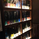 ミスター酒場 - 一升瓶のディスプレイ