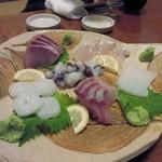 久岡家  - 先ずは玄界灘の新鮮な魚を使ったお刺身の盛り合わせ。  美味しい魚は福岡の宴会の醍醐味ですね。