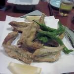 久岡家  - 次は河豚の唐揚げ、料理は大皿で4人分づつ出て来ました。