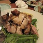 久岡家  - 鶏肉の香草焼き、表面がパリッと焼かれてバリウマ。