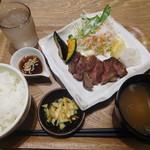オリジンダイニング - 野菜と食べるおろしステーキ¥890-