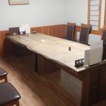 梅乃寿司 - 店内個室 広々としたテーブル席