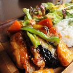 67219313 - メイン:鶏と野菜の黒酢ソース