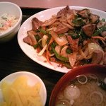 中華料理 新興軒 - ニラレバ定食です。