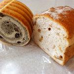 すぅたん - ラウンド食パン(黒胡麻あずき)150円、胡桃パン(ハーフ)200円