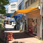 元町通り3丁目 - 元町通商店街3丁目にある、神戸風キーマカレーのお店です(2017.5.19)