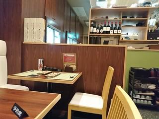 根津 鶏はな 両国 江戸NOREN店 - カウンターの奥のテーブル席