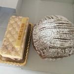 67238755 - お隣は一緒に買ったチーズケーキ540円です