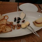 レランデヴード トキオ - オプションのチーズ盛り合わせ 980円