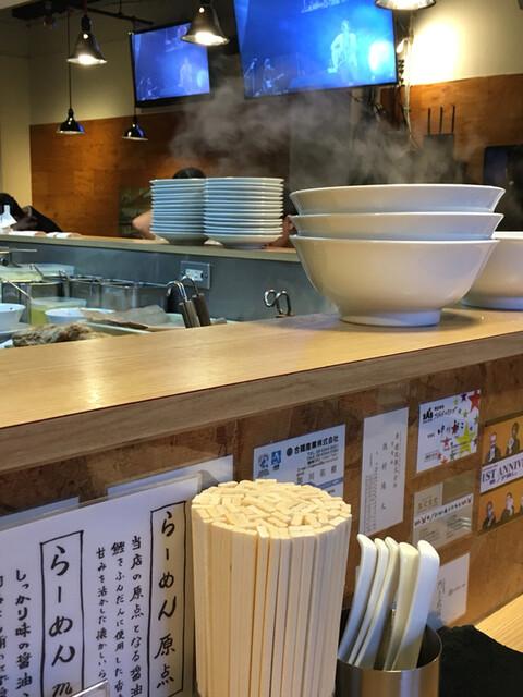 人類みな麺類 - ミスチルが でもスタッフが見れる位置だ 殆んどのお客さんは見れない........( ˘ω˘ )a