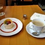 67244582 - [料理] フルーツタルト & Hot珈琲 (ブレンド)