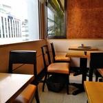 京橋千疋屋 フルーツパーラー - [内観] 店内 テーブル席 ③
