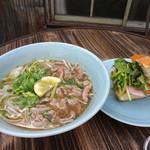 ベトナムカフェ CHOM CHOM - 牛肉フォーとバインミーのセット
