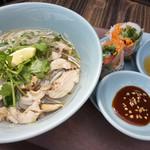ベトナムカフェ CHOM CHOM - 鶏肉フォーと生春巻きのセット