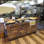 ブンブン - 焼き立てパンコーナー