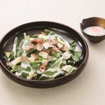小松菜とベーコンのシーザーサラダ
