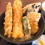 美味しいうどん屋 - 天丼  天ぷらたっぷり!