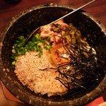 郷どり 燦鶏 - 親子丼の石焼ビビンバ風